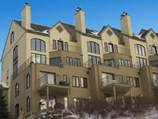 Luxury Stay in Mont Tremblant - LOCATION LOCATION!