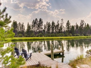 NEW LISTING! Lodge on the Deschutes River w/dock, hot tub & disc golf-dogs OK