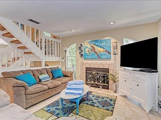 Island Serenity- Beautiful 3 bedroom dog friendly home- walk to the beach!