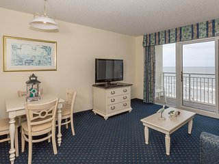 Full Service Beach Suite with Balcony   18 Water Features On-Site!