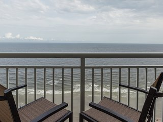 Oceanfront Suite with Full Kitchen + Private Balcony   3 Pools On-Site