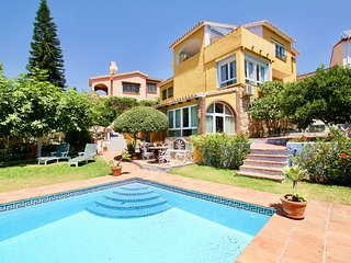 4BR Villa with Private Pool and Sea Views in Benalmadena - Milana