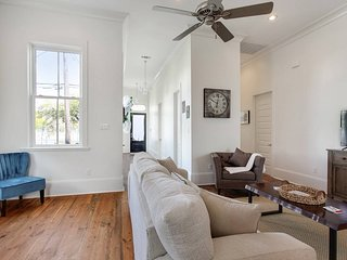 New Orleans Holiday House BL***********