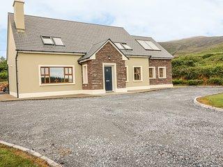 MALACHY'S REST, large spacious interior, Dingle