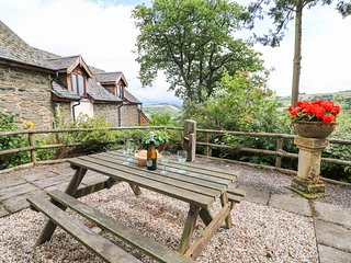 CEDAR HOUSE, Dog friendly, Llanidloes