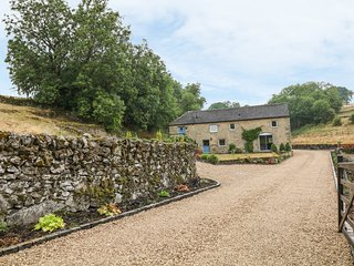 DALE VIEW FARM, countryside views, open-plan living, exposed beams