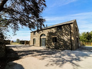 FELL GATE FARM, hot tub, working farm, near Kirkby Lonsdale