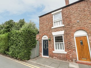 ELV COTTAGE, modern/traditional features, Chester, ref: 962021