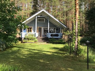Salmentojarvi lakeside holiday log cottage