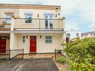 7 THE RETREAT, dog-friendly, Paignton