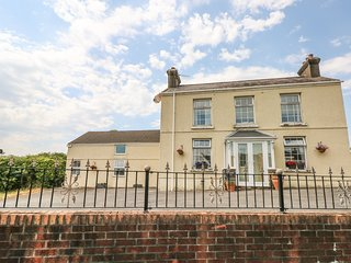 11 HEOL HENDRE, en-suites and exposed beams, outskirts of Llanelli