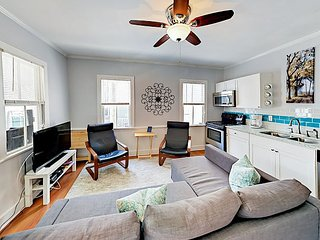 Historic Downtown 2BR w/ Parking - Fully Renovated, Walk to Dining & Shops