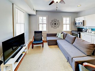 Downtown Renovated Upper Loft - Walk everywhere!