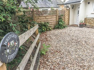 WESTGATE COTTAGE, pet-friendly, near Sittingbourne