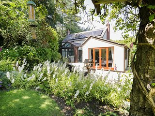 LANE END COTTAGE, Blackdown Hills AONB, WiFi, Dalwood 3.5 miles, 974621