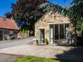 THE FLOUR POT detached stone cottage, en-suite, WiFi, Pickering, Ref 936971