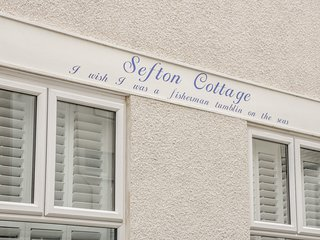 SEFTON COTTAGE, close to the beach and harbour, in Deganwy