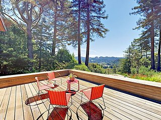 Magic Madrone: Mid-Century Modern Home w/ Private Saltwater Hot Tub