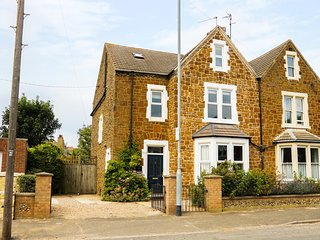 TILLY'S RETREAT, Victorian town house, Hunstanton