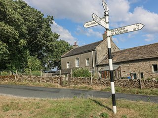 WENNING BANK, charming cottage with WiFi, garden, woodburner, close walking in