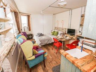 SIOP Y GORNEL, wheelchair-friendly studio accommodation, Ystradgynlais