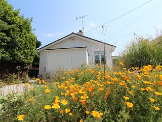 SANDBROOK, contemporary bungalow, enclosed garden, parking, coastal, in St Agnes