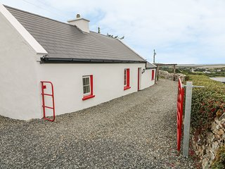 THE COTTAGE, cottage for two with superb views, Gortahork