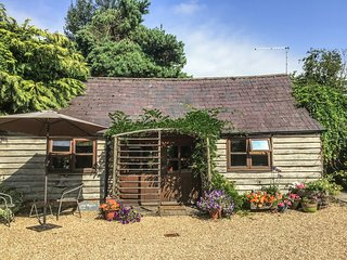 THE POTTERY, single-storey romantic retreat, in Urchfont near Devizes,