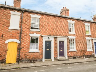 24 COLLEGE LANE, high-quality cottage with Smart TV, Stratford-upon-Avon
