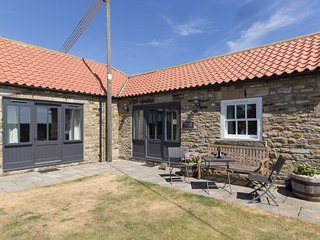 SHEEP PEN COTTAGE, barn conversion, both bedrooms en-suite, all ground floor