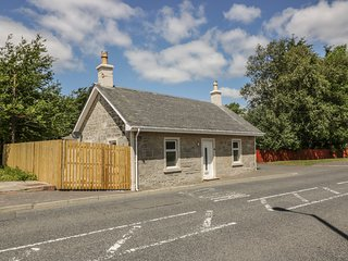 THE OLD TOLL COTTAGE, ground floor with one en-suite, Muirkirk