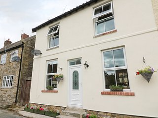 HIGH ROW COTTAGE, cosy, WiFi, in Melsonby