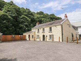 OLD TREDEGAR ARMS, large accommodation, riverside, Upper Cwmtwrch