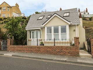 SUNRISE, open-plan, pet-friendly, juliet balcony, in Filey