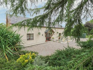 Y BWTHYN TYNYCOED, superb countryside views, near Ruthin
