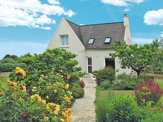 3 bedroom Villa in Plougrescant, Brittany, France : ref 5436306