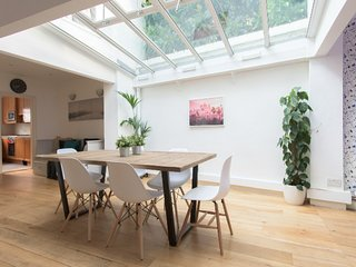 Incredible 4 bedroom family home with roof terrace in Kensington