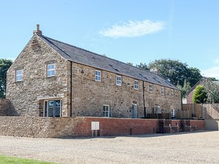 The Granary, en-suite bedrooms, woodburner, pet friendly, near Durham