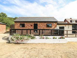 WOODPECKER COTTAGE, romantic, luxury holiday cottage in Brading, Ref 913154