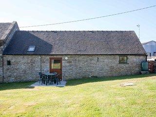 DOVER BARN, single storey cottage in countryside, donkeys, close walks, Parwich