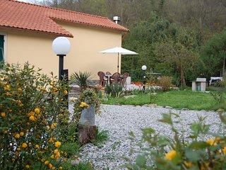Casa totalmente indipendente con giardino e posteggio privato.