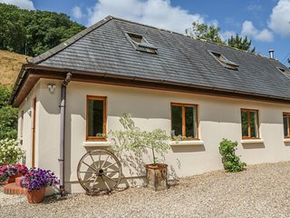 CROSS SYKE BARN, WiFi, open plan, countryside views, Ref 969967