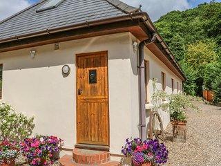 CROSS SYKE BARN, WiFi, open plan, countryside views, Ref 969967