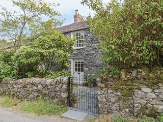 STAIR COTTAGE, luxurious, WiFi, fell views, parking, Ref 972594