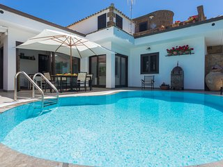 Villa Teresa with pool in Mondello