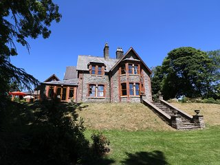 THE OLD RECTORY, grand house, en-suites, dog-friendly, Ref 947832