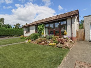 ISLA COTTAGE all ground floor, next to golf course, family-friendly in Blairgowr