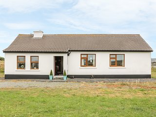 ERRISBEG, open fire, multi-fuel stove, close to beach, in Ballyconneely, Ref