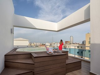 Vip Luxury Rooftop Two-Bedroom Penthouse with Jacuzzi
