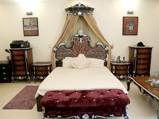 ♥♥ King's room at Chhattarpur | Pool+Indoor Gym